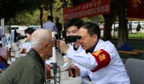 万江关爱老人眼健康  暖心义诊在九洲