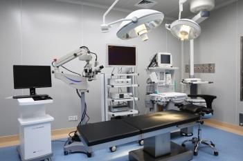 鼻内窥镜下美敦力耳鼻咽喉动力系统+美国GE Aespire 7100麻醉机